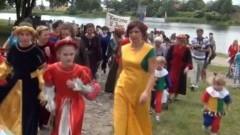 585 letni Kazimierz Jagiellończyk bawi się na festiwalu w Malborku
