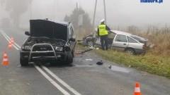 Czołowe zderzenie dwóch samochodów osobowych