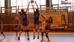 Sylwestrowy turniej piłki siatkowej dziewcząt - fotorelacja Ady Przytulskiej - 30.12.2012