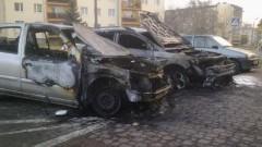 DWA SAMOCHODY SPŁONĘŁY NA MICHAŁOWSKIEGO W MALBORKU - 11.03.2014