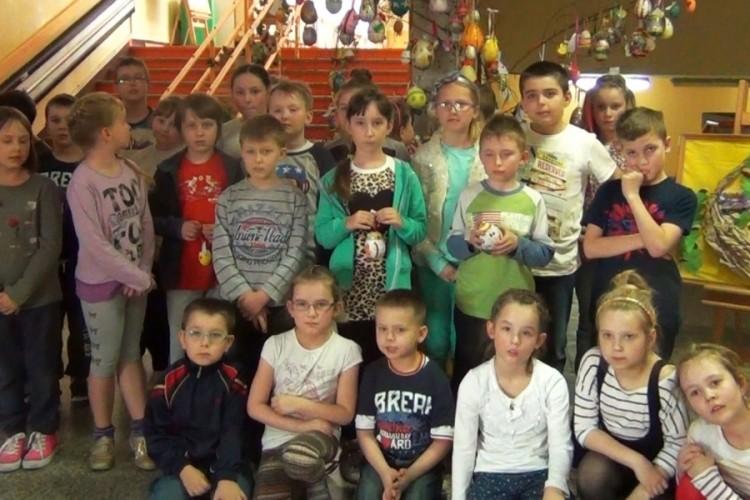PONAD 200 PRAC OZDABIA DRZEWO Z PISANKAMI W SZKOLE PODSTAWOWEJ NR 5 W MALBORKU - 03.04.2014
