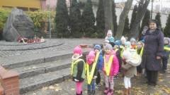 Krasnoludki z Przedszkola Nr 10 w Malborku uczciły pamięć poległych pod Pomnikiem poświęconym Pamięci Armii Krajowej - 04.11.2016