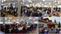 Przy wigilijnym stole zasiedli wraz z rodzicami i opiekunami, podopieczni wszystkich placówek Fundacji WRÓĆ. Spotkanie Bożonarodzeniowe w sali służb ratowniczych w Nowym Stawie - 16.12.2016