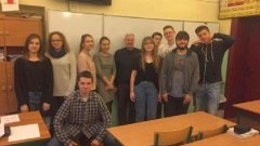 """Malbork. Apel w I LO w ramach projektu """"Postaw na słońce"""" - 17.05.2017"""