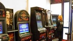 Urząd Celny i Policjanci zabezpieczyli 13 jednorękich bandytów. Właściciele lokali zapłacą po 100 tys. zł za każdy zatrzymany automat do gier hazardowych