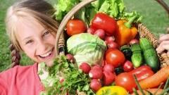 Wiosna na talerzu, czyli zachęcamy pociechy do jedzenia warzyw.