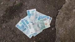 Policjant z Krynicy Morskiej oddał 8.000 złotych - 09.07.2017