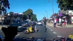 Krynica Morska: Wymijał na skrzyżowaniu, kolizja motocykla z samochodem osobowym - 14.08.2017