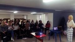 """""""Dotykam-wygrywam"""", czyli dziewczyny z II LO w Malborku dowiedziały się dlaczego warto wykonywać samobadanie piersi? - 12.01.2018"""