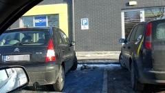 (Nie) oznakowany samochód na miejscu dla niepełnosprawnych. Kolejni mistrzowie (nie tylko) parkowania w Malborku - 06.02.2018