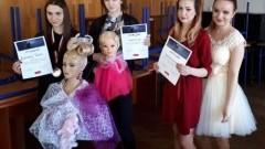 Roksana Raba z malborskiego CEZ na podium konkursu fryzjerskiego w Gdyni