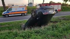 Dachowanie audi. Kierująca pod wpływem alkoholu... Drugi kierowca w zderzeniu złamał drzewo!