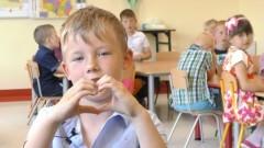 Przedszkolaki ze Szkoły Podstawowej w Gminie Malbork składają życzenia dla rodziców.