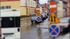 Który znak wybrać? Kierowcy w Nowym Stawie mają dużą swobodę. Mistrzowie (nie tylko) parkowania
