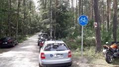 Parkowanie na ścieżce rowerowej - czyli wakacyjny luz kierowców... w Stegnie
