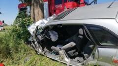 Mazda uderzyła w drzewo. Śmigłowiec LPR przetransportował rannego kierowce do szpitala.