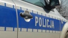 Chlebówka: Zderzenie Renault z drzewem. 71-letni kierowca stracił panowanie nad autem.