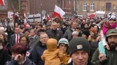 Biało-czerwony marsz w Malborku. Obchody 100. rocznicy odzyskania niepodległości przez Polskę.