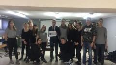 Malbork: Klasa 2a z II LO w projekcie ,,Pomorska Akademia Umiejętności Obywatelskich''