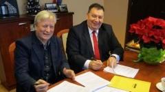 Gmina Stare Pole: Podpisanie umowy na odbiór i zagospodarowywanie odpadów komunalnych