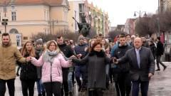 Wspólny polonez na Placu Jagiellończyka. Zobacz pełne nagrania.