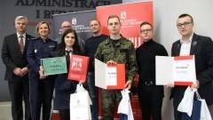 Podium finału Konkursu Policyjnego Uczelni Kwiatkowskiego dla licealistów z Malborka