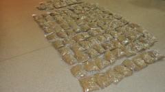 """""""Trawa"""" w 110 woreczkach strunowych. 29-latek odpowie za przechowywanie i przenoszenie nielegalnego towaru."""