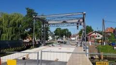 Nowy Dwór Gdański. Już w lipcu pojedziemy wyremontowanym mostem zwodzonym na rzece Tuga.