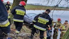 Śmiertelny wypadek w Rodowie. Kierowca utonął.