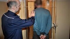 Pijany mężczyzna groził śmiercią i pobił kobietę w jej własnym mieszkaniu.