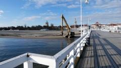 Przy molo w Sopocie trwają prace związane z poprawą bezpieczeństwa jednostek żeglujących.