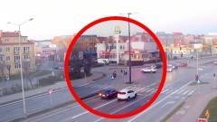 Zignorował czerwone światło i spowodował kolizję na skrzyżowaniu w Malborku. Zobacz nagranie.