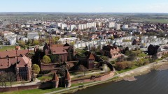 Malbork: Zamek Krzyżacki z lotu ptaka. Widok od strony Kałdowa