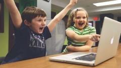 Nowe laptopy trafią do szkół w Miłoradzu i Kończewicach.