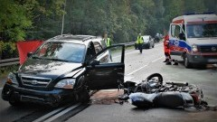 DK91. Motocyklista zginął na miejscu po czołówce z osobówką.