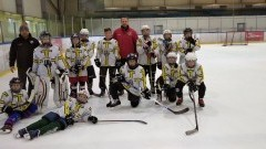 Najmłodsza drużyna UKS Bombek bez porażek w rozgrywkach KPOZHL.