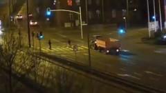 Czerwone światła nie dla nas. Cud, że ciągnik nie jechał szybko... Zobaczcie - Al. Rodła 19.12.2015