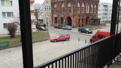 Kolejny mistrz(nie tylko)parkowania udowadniający, że chodnik nie dla pieszego. Nieprawidłowe parkowanie na Starym Mieście w Malborku - 25.02.2016