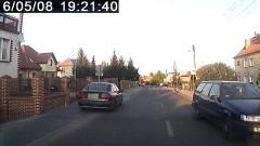 Parkują jak popadnie, łamią przepisy. Mistrzowie(nie tylko)parkowania na Kochanowskiego w Malborku - 08.05.2016