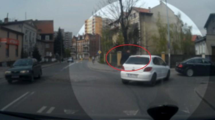 Takie rzeczy nie tylko w Rosji! Akt agresji na skrzyżowaniu ul. Konopnickiej i Reymonta w Malborku - 07.06.2016