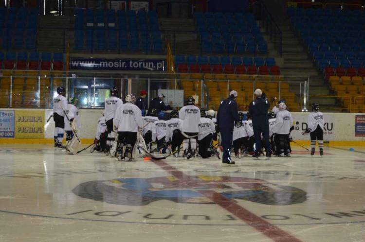 Bartosz Grabara i Michał Nawrocki z UKS Bombek SP3 Malbork uczestniczyli w hokejowym Campie dla zawodników i trenerów organizowanym przez Polski Związek Hokeja na Lodzie oraz miasto Toruń - 27-28.08.2016