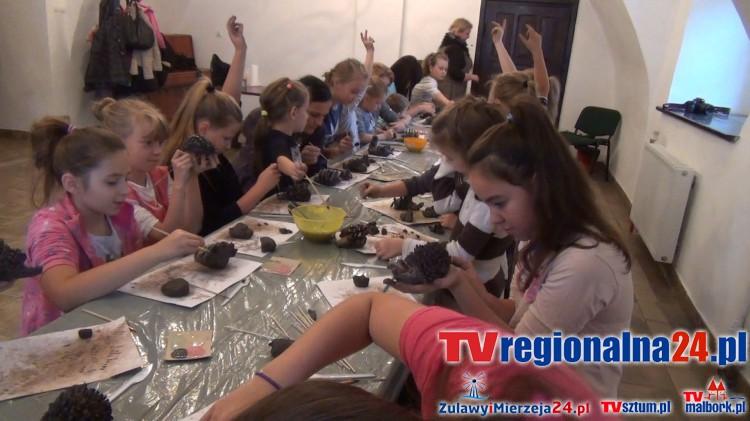 Twórcza zabawa z ceramicznymi jeżami. Warsztaty w Dzierzgońskim Ośrodku Kultury - 22.10.2016