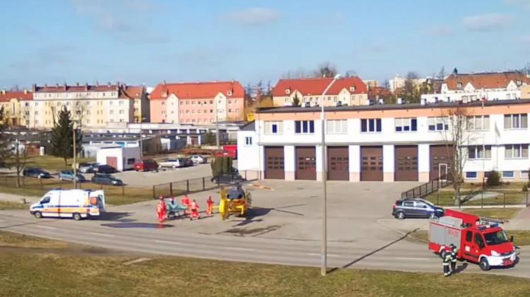 Śmigłowiec LPR w Malborku. Lądowanie na Wybickiego, pomocy potrzebowała starsza kobieta - 15.03.2017
