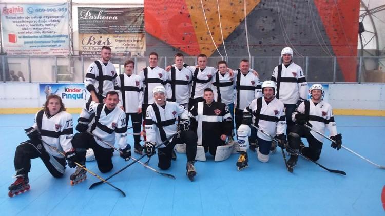 Jedną porażkę i dwa zwycięstwa odnotowali hokeiści Bombers Malbork w inaugurującymw tegorocznym turnieju rozgrywek Polskiej Ligi Hokeja na Rolkach - 13-14.05.2017