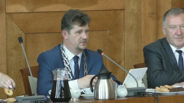 Długa dyskusja i udzielenie absolutorium burmistrzowi. XXXIII sesja Rady Miasta Malborka – 29.06.2017