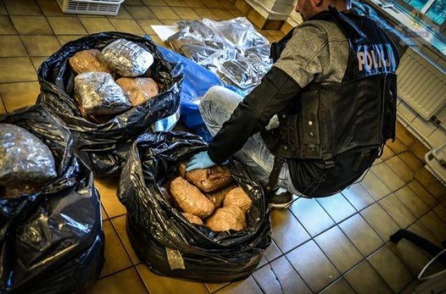 55 kg marihuany i 1000 tabletek ecstasy w kołach zapasowych ciężarówki! - 29.09.2017