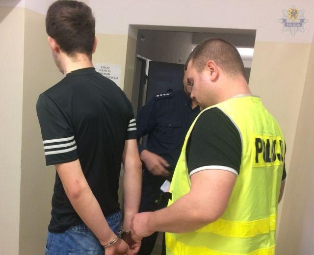 Malbork: Ukradli blisko 10 tysięcy złotych schowane pod dywanem - 03.10.2017