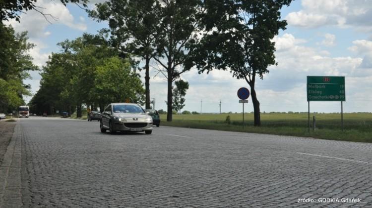 """Starą kostkę zastąpi asfalt. Nareszcie dojdzie do remontu """"berlinki"""" - 25.10.2017"""