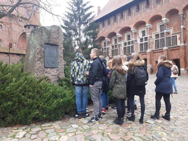 ,,Spotkanie z przeszłością' uczniów z II LO w Malborku - 10.11.2017