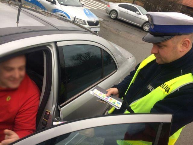 """Policyjna akcja """"Dzień odblasków"""" w Malborku - 06.12.2017"""
